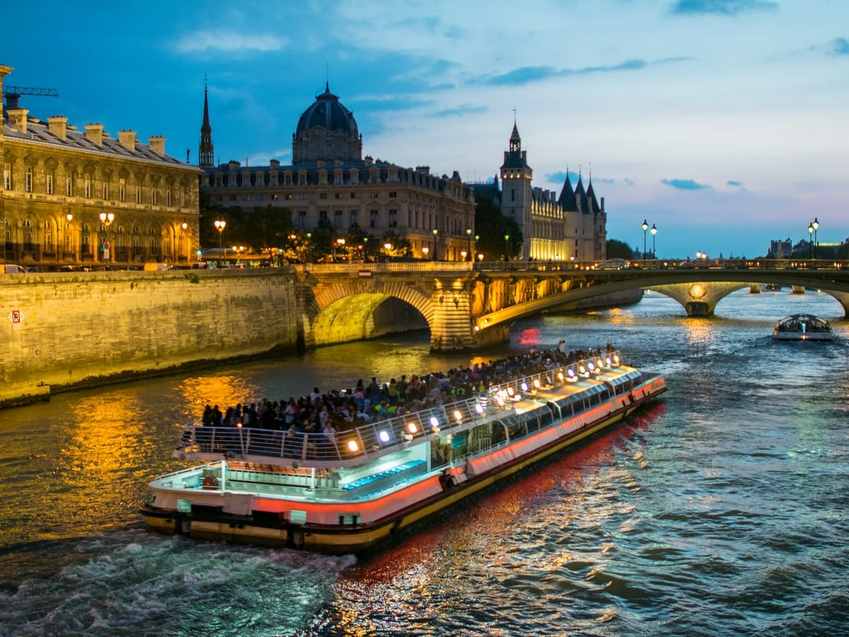 wisata cruise sungai seine
