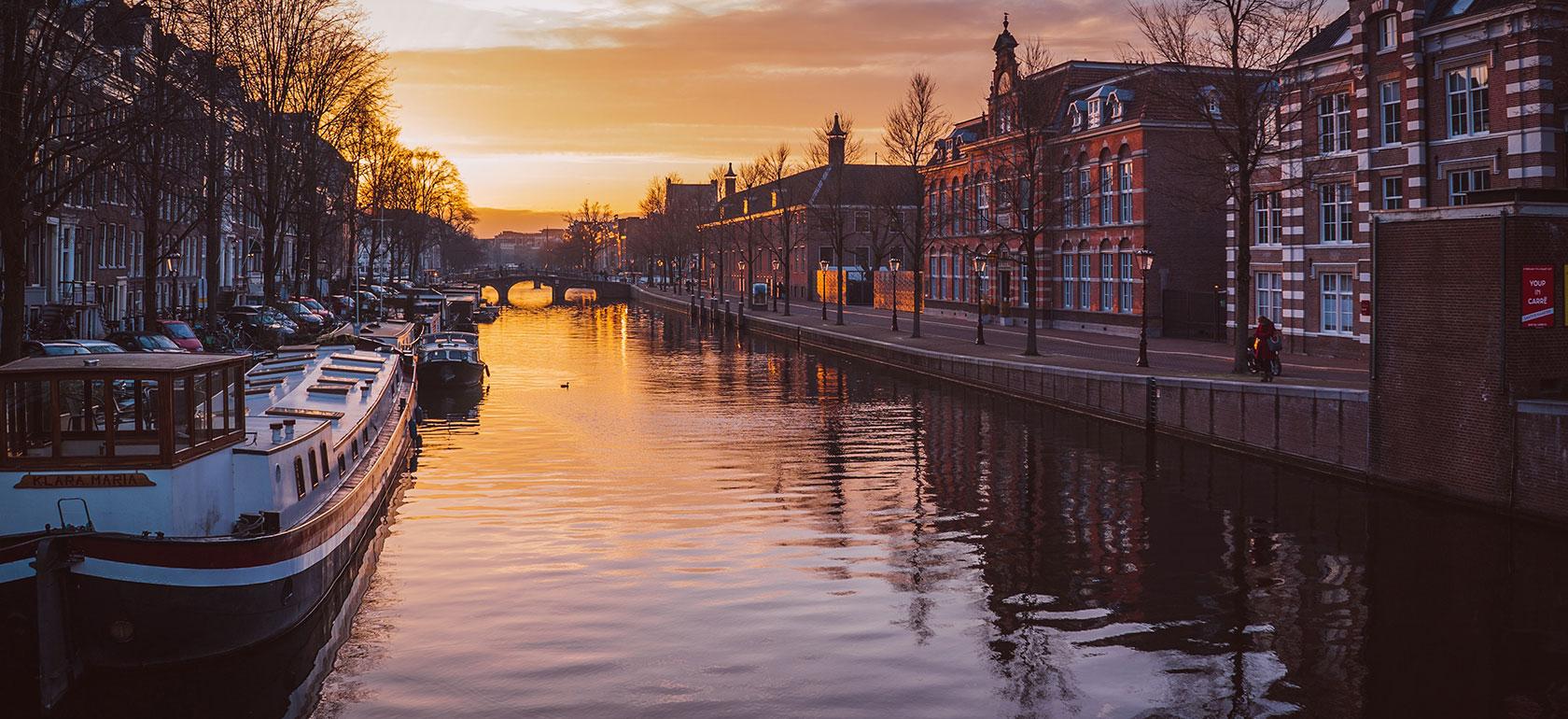 Amsterdam Canal Cruise, Wahana Terbaik Menikmati Pesona Amsterdam