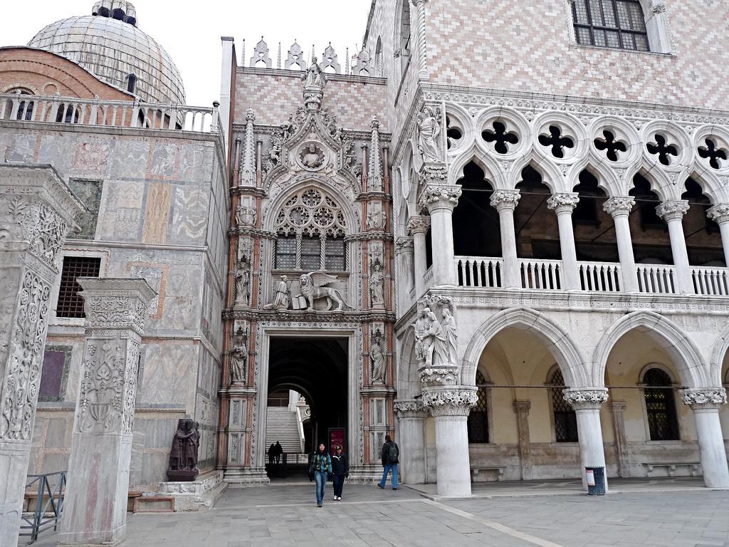 Doge's Palace - Porta della Carta
