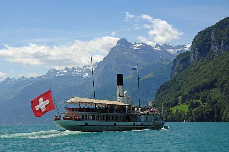 Kapal di Danau Lucerne