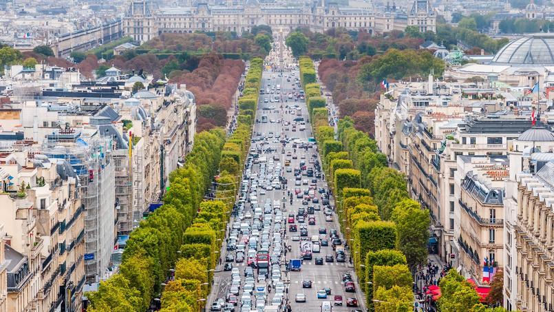 Panjang Champs-Elysées