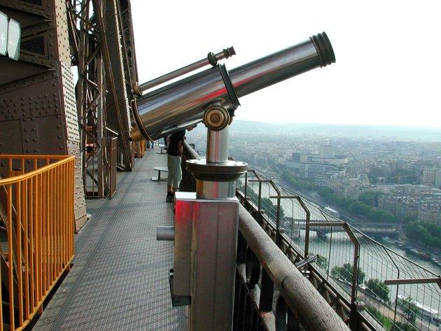 Reservasi untuk Naik ke Menara Eiffel