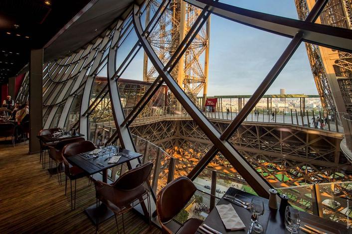 Restoran dalam Menara Eiffel