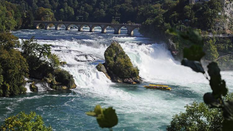 Rhine Falls Swiss, Menikmati Kesejukan Alam di Air Terjun Terbesar se-Eropa
