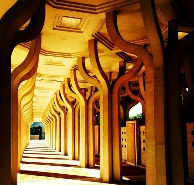 tiang berbentuk palem di Masjid Agung Roma
