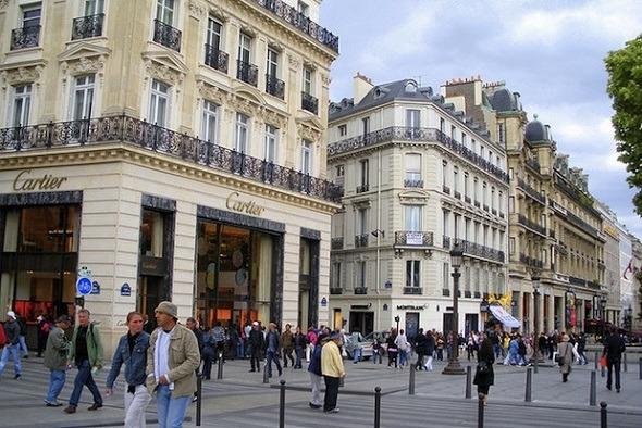 toko di Champs Elysees.