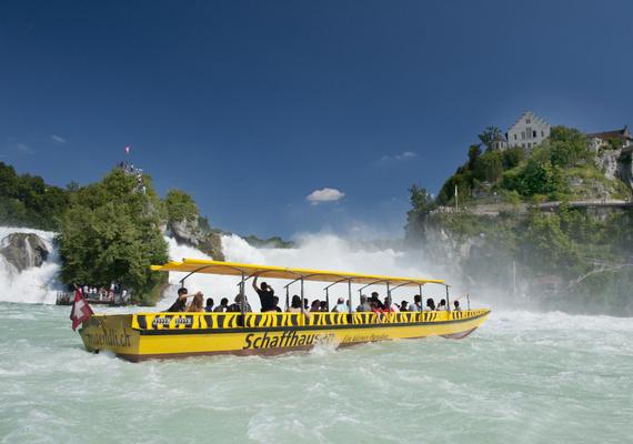 Kemudahan Akses Menuju Air Terjun Rhein
