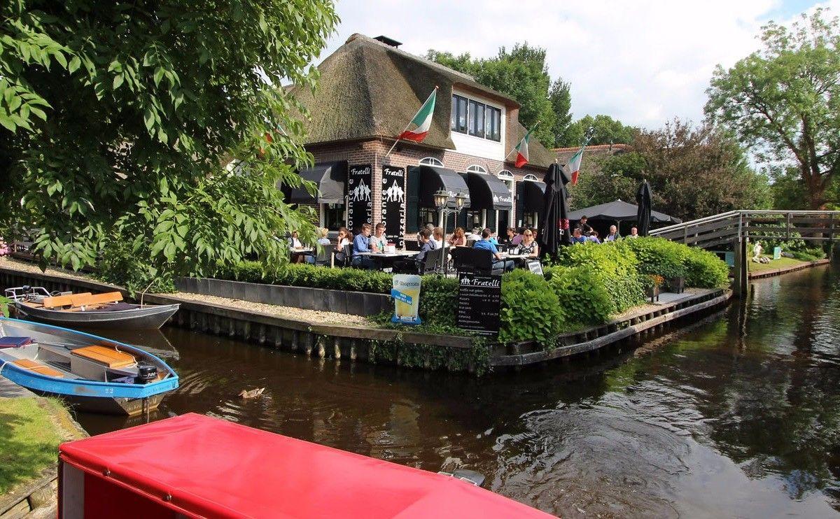 Banyak restoran yang bisa dikunjungi