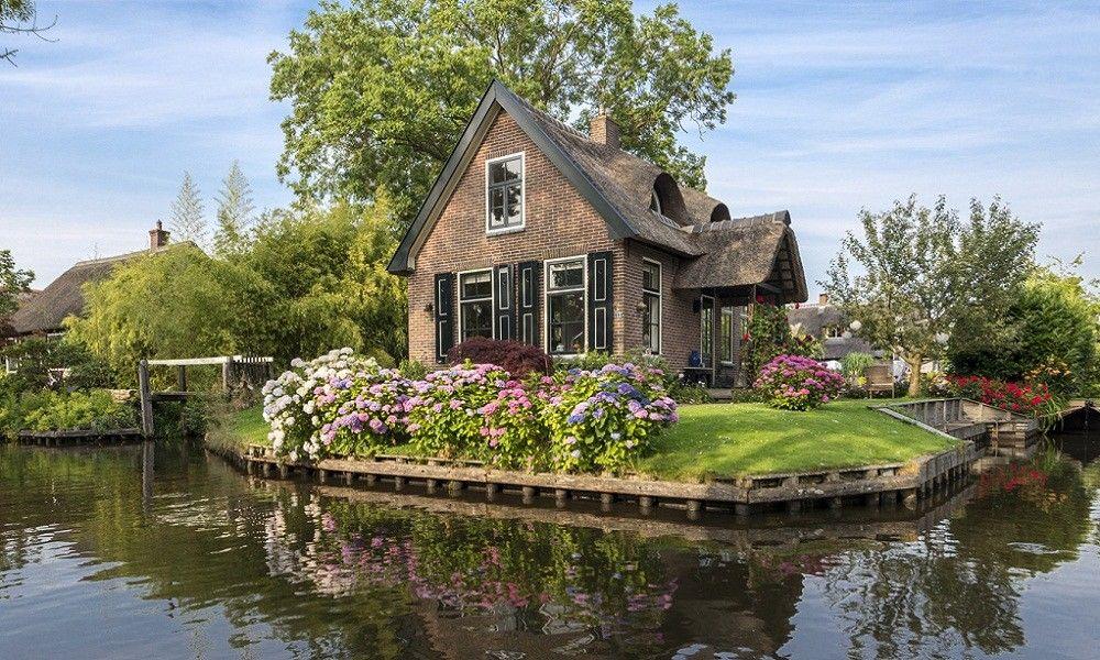 Giethroon, Desa Terapung di Belanda yang Indah