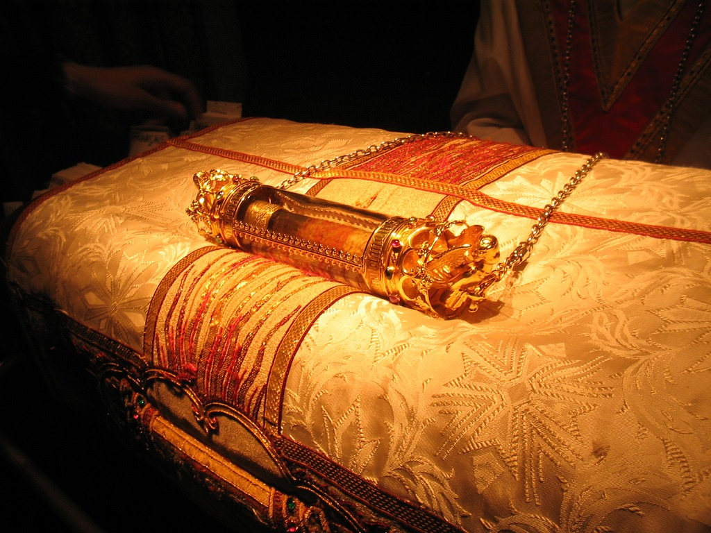 Basilika Dikenal Sebagai Gudang Dari Botol Yang Dimuliakan Yang Dikatakan Berisi kain Dengan Darah Yesus Kristus