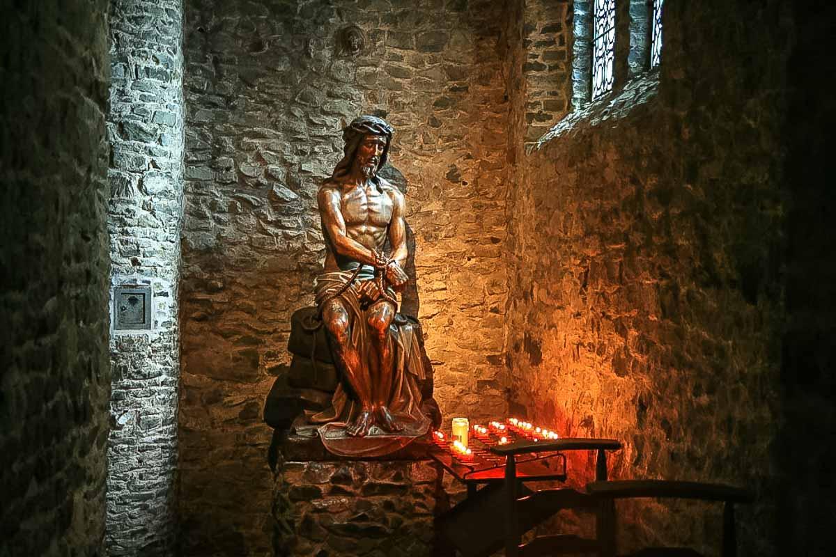 Hal Menarik Yang Dapat Dilihat Di Basilika Darah Kudus