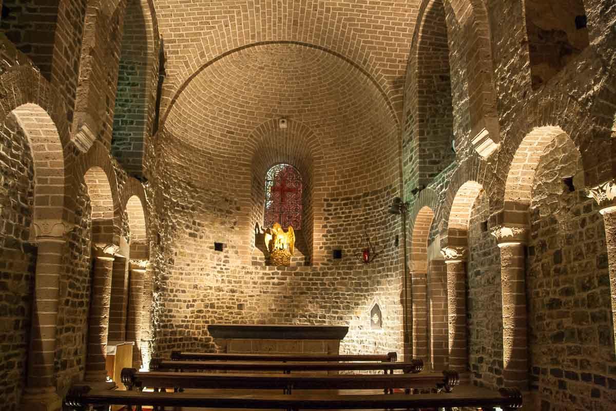 Kapel bawah, Kapel St Basil, adalah satu-satunya gereja Romawi di Flanders Barat