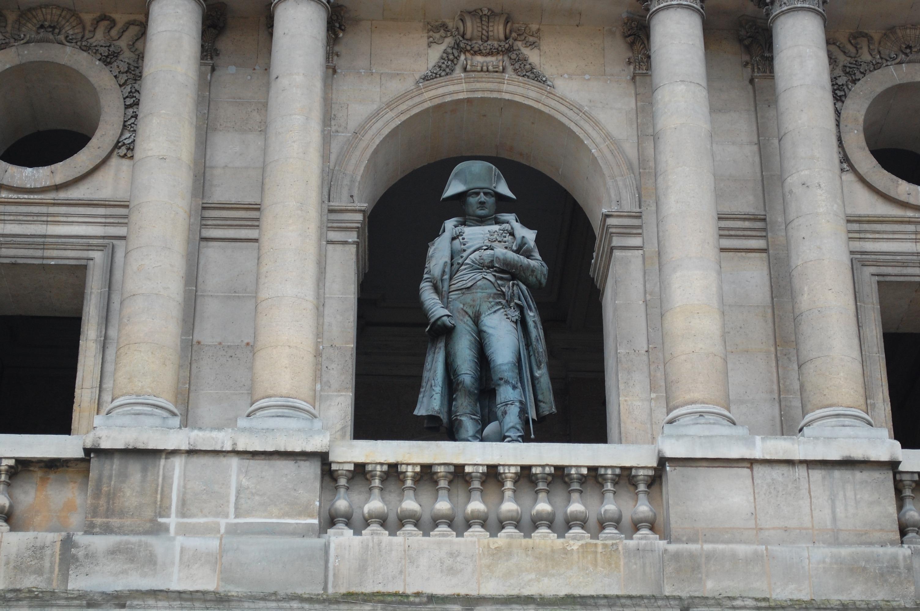 Patung Napoleon di Les Invalides