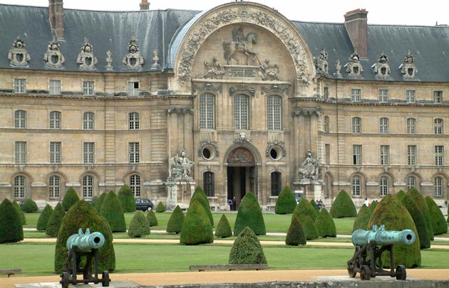 Pintu Masuk ke Hôtel des Invalides
