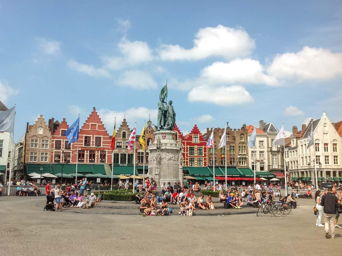 Market Square (Markt) Bruges, Tempat Wisata Penuh Sejarah di Jantung Belgia