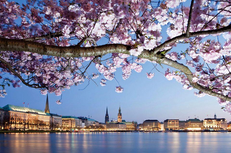 Paket Tour Eropa Barat Wisata Muslim April 13 Hari 12 Malam / Musim Semi (Spring) 2022
